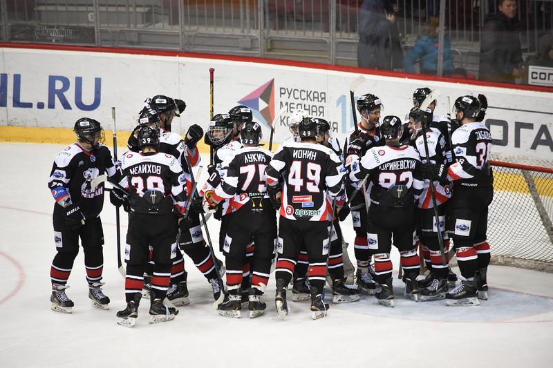 Челябинская молодежная команда МХЛ Белые медведи выиграла у себя дома у Кузнецких медведей со счётом 5:3 и вышла во второй раунд Кубка Харламова.