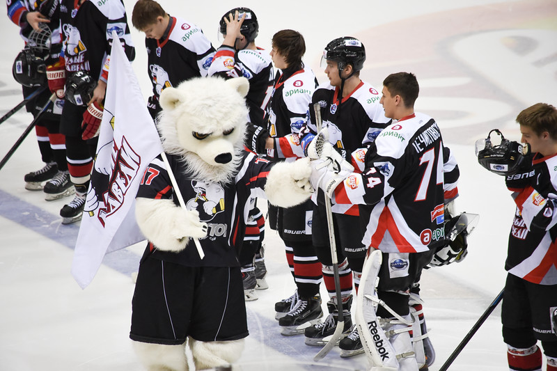 Челябинская молодежная команда МХЛ Белые медведи выиграла со счётом 6:0 у Сибирских снайперов.