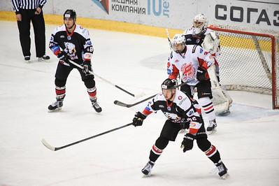 Челябинская молодежная команда МХЛ Белые медведи выиграла в серии буллитов и Омских ястребов счётом 3:2.