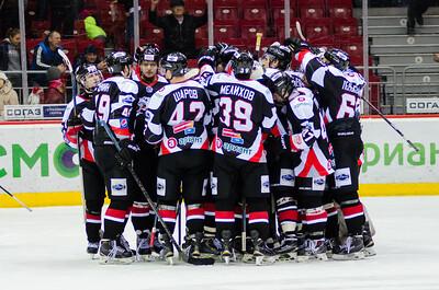 Челябинская молодежная команда МХЛ Белые медведи выиграла со счётом 5:2 у нижнекамского Реактора и вышла в следующий раунд плей-офф Кубка Харламова.