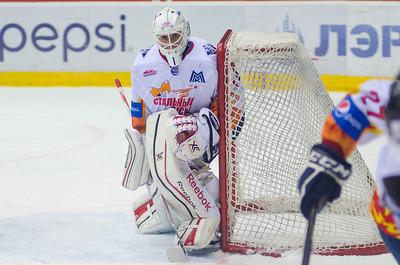 Магнитогорская молодежная команда МХЛ Стальные лисы взяла реванш за поражение а матче против челябинской команды Белые медведи.