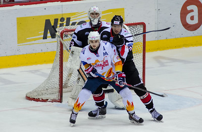 Челябинская молодежная команда МХЛ Белые медведи выиграла в Магнитогорске два раза подряд у местной команды Стальные Лисы.