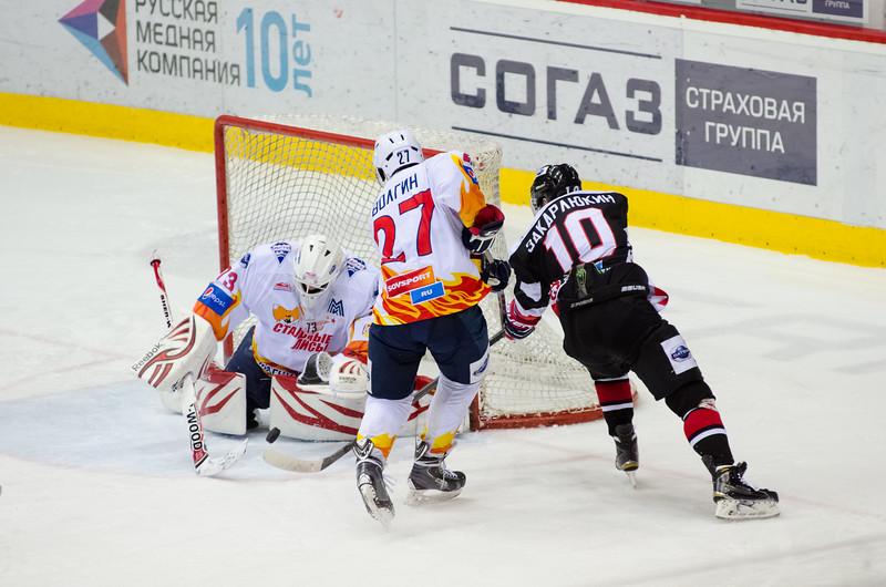 Челябинская молодежная команда МХЛ Белые медведи выиграла по буллитам со счётом 4:3 в Магнитогорске у местной команды Стальные лисы.