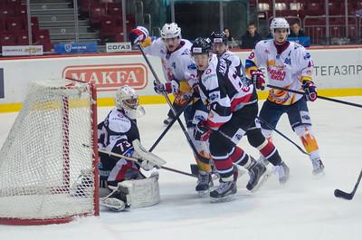 Челябинская молодежная команда МХЛ Белые медведи выиграла на своём льду со счётом 6:3 у магнитогорской команды Стальные лисы.