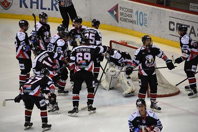 Челябинская молодежная команда МХЛ Белые медведи проиграла по буллитам в Нижнекамске местному Реактору.