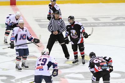 Молодежная челябинская команда МХЛ Белые медведи разгромила курганский Юниор со счётом 6:0 на домашнем льду.