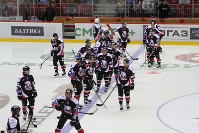 Молодёжная челябинская команда МХЛ Белые медведи в гостях проиграла уфимскому Толпару со счётом 2:3.