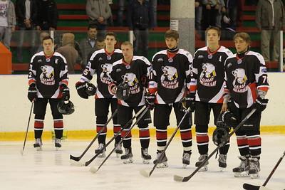 Молодежная челябинская команда МХЛ Белые медведи уступила в первом матче нового сезона Кристаллу из Бердска со счетом 2:3.