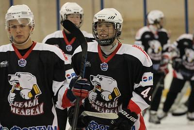 Нападающий челябинской молодежной команды МХЛ Белые медведи Виталий Абрамов рассказал в интервью 74hockey.ru о турнире, который в эти дни проходит в Чебаркуле.