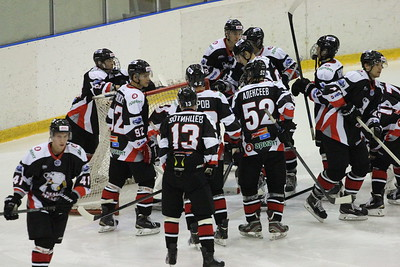 Молодежная челябинская команда МХЛ Белые медведи разгромила Снежных барсов из Астаны со счётом 6:0.