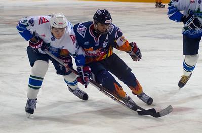 Магнитогорская команда Молодежной хоккейной лиги Стальные лисы уступила по буллитам Олимпии из Кирово-Чепецка со счётом 4:5 на домашнем льду.