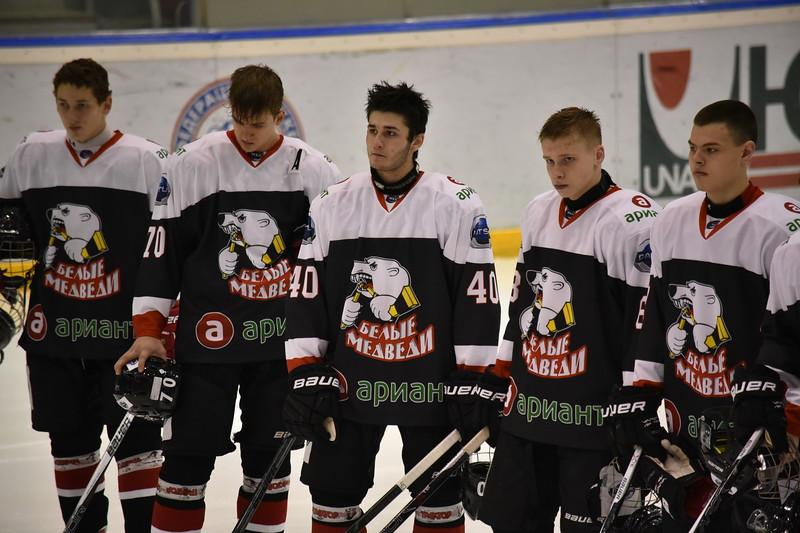 Челябинская молодёжная команда МХЛ Белые медведи обменялась победами в Ханты-Мансийске в играх против местных Мамонтов Югры.