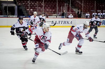 Челябинская молодёжная команда МХЛ Белые медведи выиграла по буллитам со счётом 3:2 у Авто из Екатеринбурга.