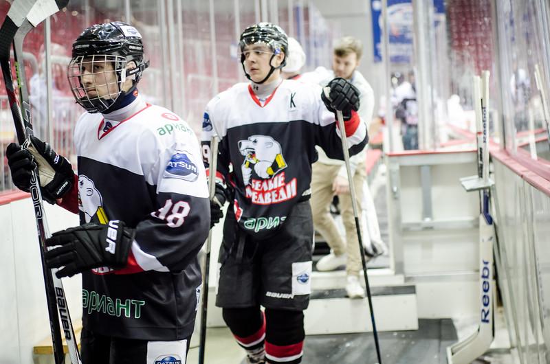 Челябинская молодёжная команда МХЛ Белые медведи дважды проиграла в столице Казахстана местным Снежным барсам.