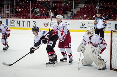 Челябинская молодёжная команда МХЛ Белые медведи поделила очки в Екатеринбурге в матчах против местного Авто.