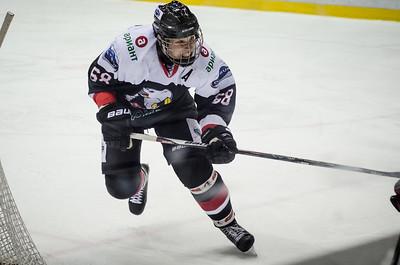 Челябинская молодёжная команда МХЛ Белые медведи дважды обыграла Тюменский легион в матчах регулярного чемпионата МХЛ.