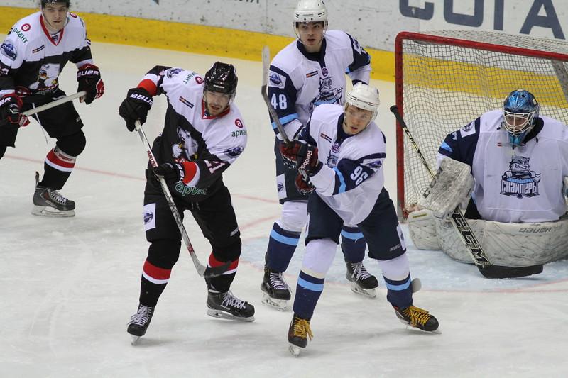 Челябинская молодёжная команда МХЛ Белые медведи выиграла у себя дом а у Сибирских снайперов из Новосибирска со счётом 3:1.