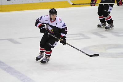Челябинская молодёжная команда МХЛ Белые медведи проиграла в Казани местному Ирбису со счётом 1:4.