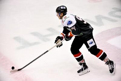 Челябинская молодёжная команда МХЛ Белые медведи с минимальным счётом 1:0 выиграла у себя дома у Авто из Екатеринбурга.