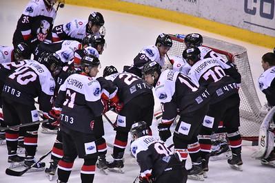 Челябинская молодёжная команда МХЛ Белые медведи обыграла со счётом 4:3 в овретайме команду Сарматы из Оренбурга.