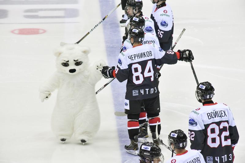 Челябинская молодёжная команда МХЛ Белые медведи взяла реванш за поражение у Снежных барсов с одинаковым счётом 4:2.