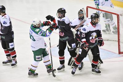 Челябинская молодёжная команда МХЛ Белые медведи провела свой первый домашний матч в новом сезоне.