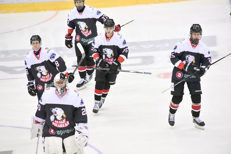 Челябинская молодёжная команда МХЛ Белые медведи уступила в Новокузнецке местным Кузнецким медведям в овертайме со счётом 4:5.