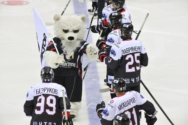 Челябинская молодёжная команда МХЛ Белые медведи проиграла у себя дома нижнекамскому Реактору со счётом 0:2.