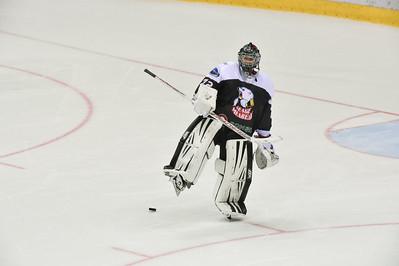 Челябинская молодёжная команда МХЛ Белые медведи в повторном матче снова уступила Омским ястребам со счётом 1:2.