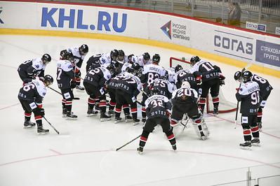 Челябинская молодёжная команда МХЛ Белые медведи проиграла на своём льду казанскому Ирбису со счётом 1:3.