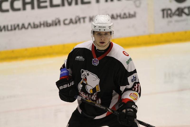 Челябинская молодежная команда МХЛ Белые медведи проиграла в Магнитогорске со счётом 1:4 местным Стальным лисам.
