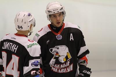 Челябинская молодежная команда МХЛ Белые медведи одержала первую победу в новом сезону.