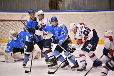 Челябинский Мечел одержал две победы над Красноярскими Рысями в первом раунде плей-офф первенства Молодёжной хоккейной лиги.