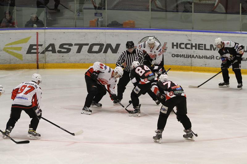 В челябинском дворце спорта Юность прошли первые матчи Турнира памяти.