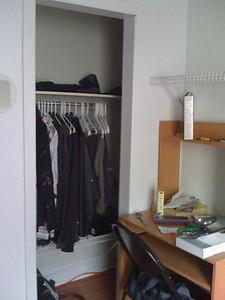 meuble à ordinateur et penderie computerdesk and wardrobe