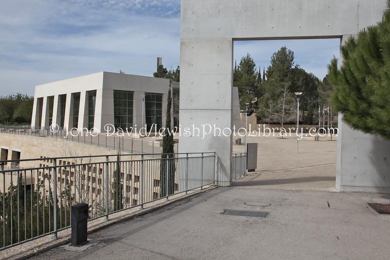 IL 4690  Main gate and Visitors' Center