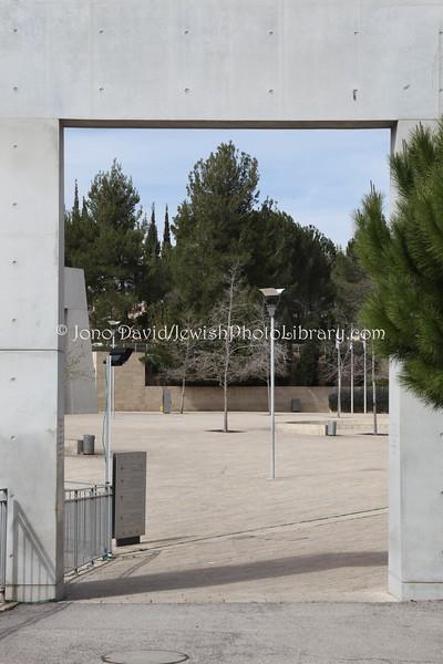IL 4687  Main gate