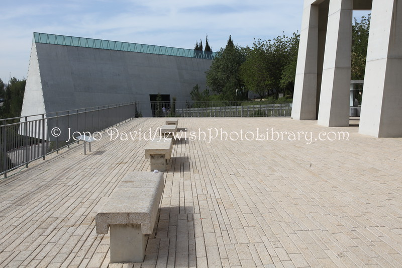 IL 4700  Visitors' Center and Holocaust History Museum
