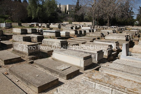 ISRAEL, Jerusalem. First Old Jerusalem Cemetery (2.2010)