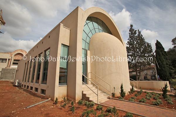 ISRAEL, Kfar Sava: Dorshay Synagogue. (2.2010)