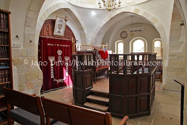 WEST BANK, Hebron. Avraham Avinu Synagogue. (3.2012)