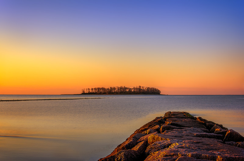 Sunrise at Silver Sands State Park, Milford, Connecticut, USA.