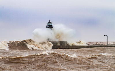 Lighthouses Canal Park wave storm Lake Superior Duluth MN StensaasIMG_4623