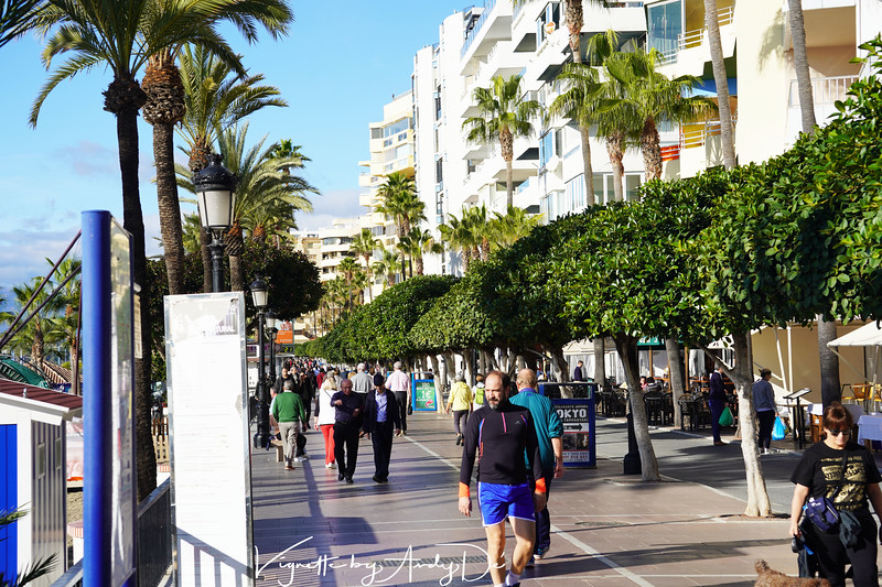 A relatively quite post Christmas festive morning with visitors, tourists and joggers in harmony on the promenade astride the beaches of MARBELLA!