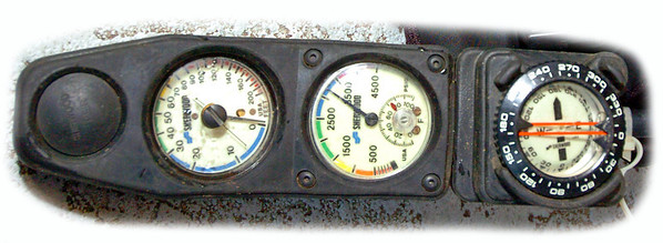 Divers Gauge Trio that shows and monitors Depth, 02 remaining and Compass.