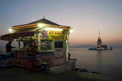Kiz Kulesi (the Maiden's Tower) is one of the most romantic spots in Istanbul. You can enjoy a glass of raki in the lighthouse bar or dine in a chic restaurant halfway between Asia and Europe.