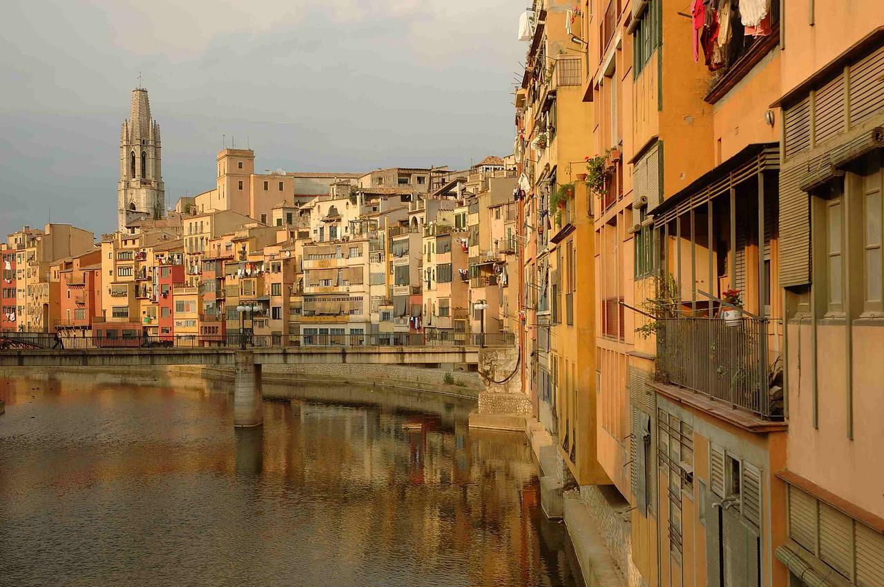 The Riu Onyar carves  stately course through old Girona town.