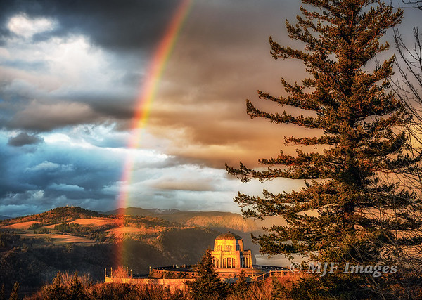 Vista House and Rainbow