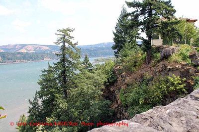 Columbia Gorge Hotel and grounds