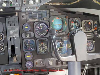 cockpit of 747